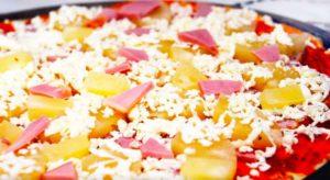 пицца с ананасами и колбасой4