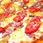 пицца с ананасами и колбасой8