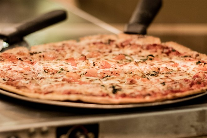 Большая тонкая пицца