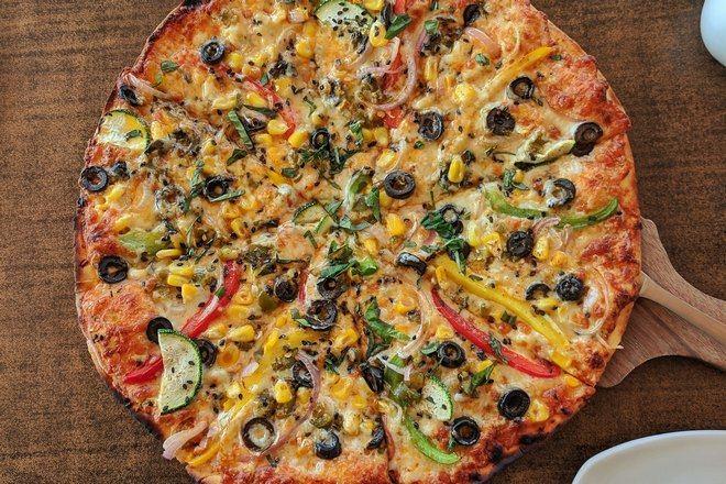 Круглая пицца с овощами