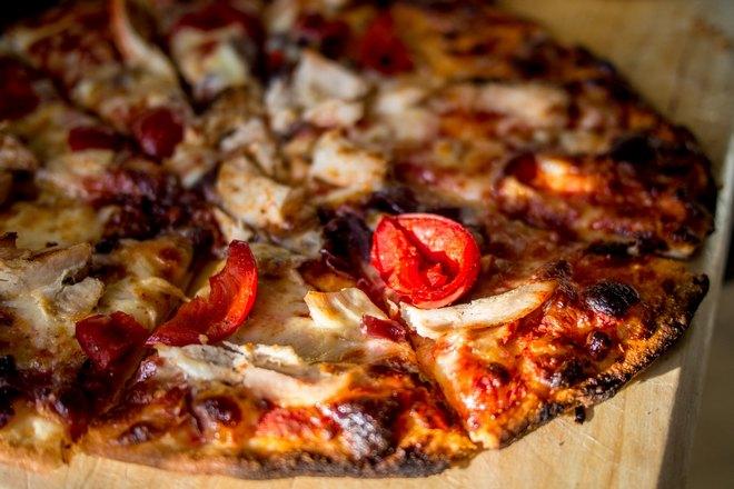 Хрустящая пицца с курицей
