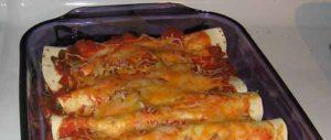 ленивая пицца готовится идти в духовку