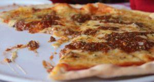 пицца болоньеза кусок уже съели