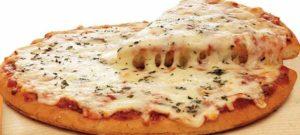пицца с сыром тянется сыр