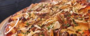 пицца цезарь с ветчиной и беконом