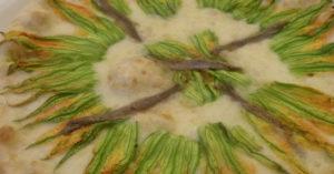 странная пицца с цветами тыквы