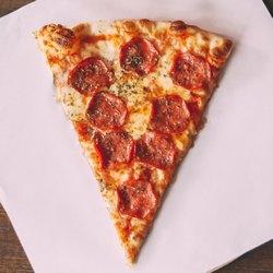 Один треугольный кусочек пиццы