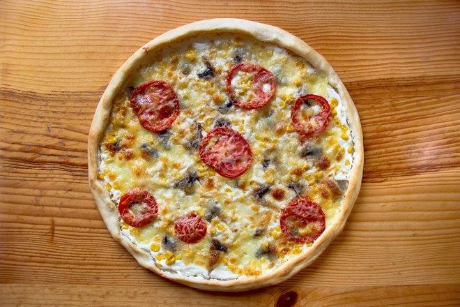 Пицца с семью колечками помидоров