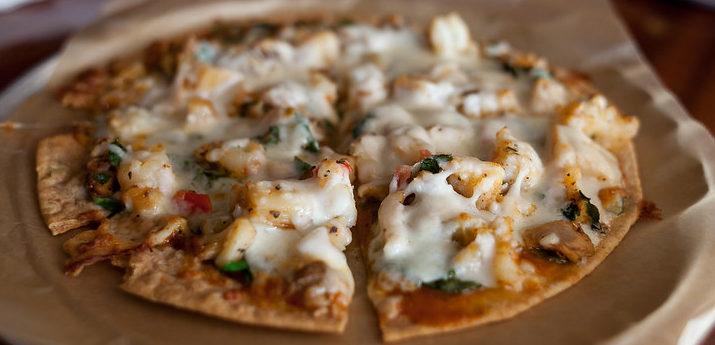 пицца с морепродуктами и креветками