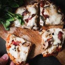 4 кусочка пиццы