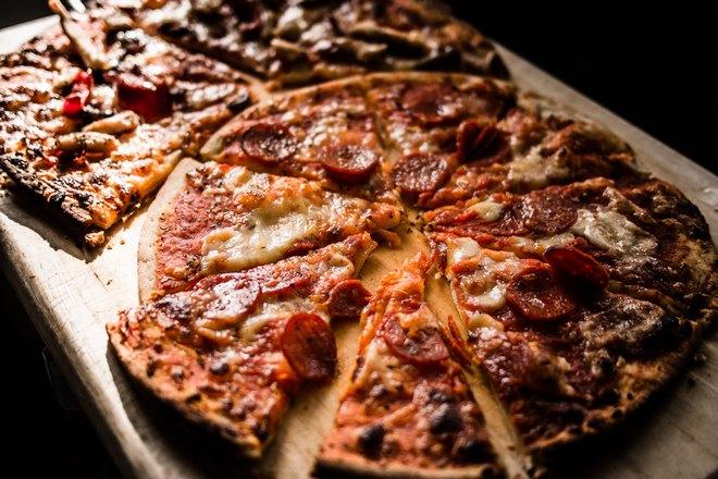 Пицца, разделенная на треугольники
