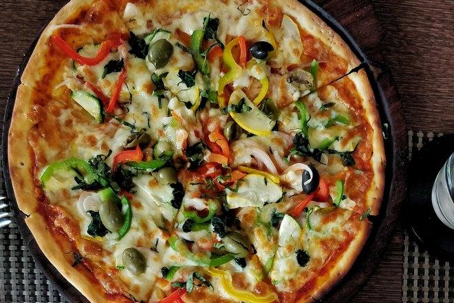 Пицца разделена на 4 кусочка