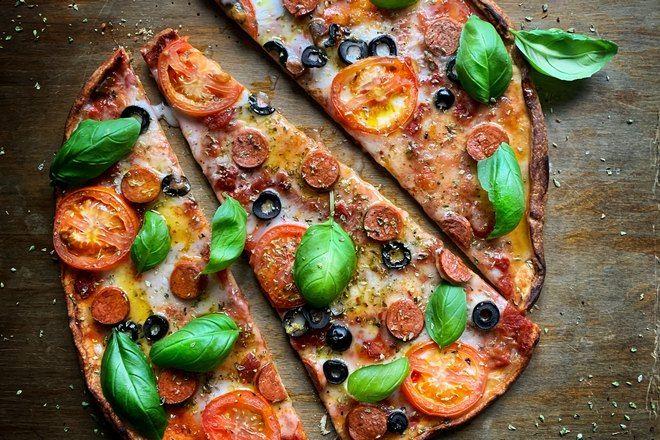 Пицца разделена на 3 части