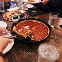 Пицца с томатным соусом
