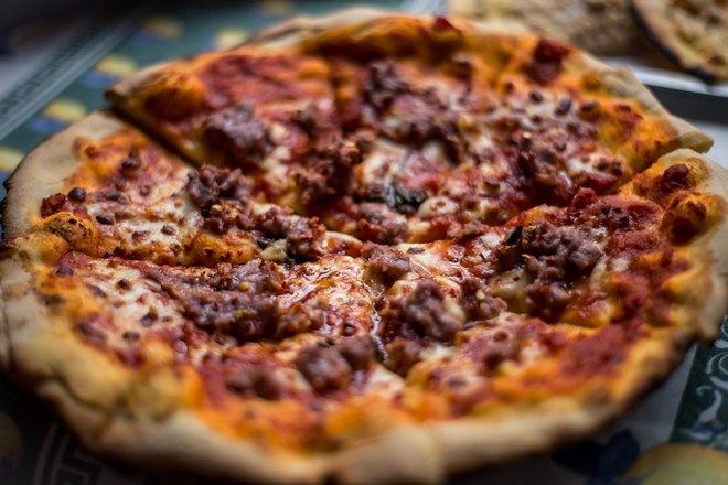 Хрустящая пицца готова