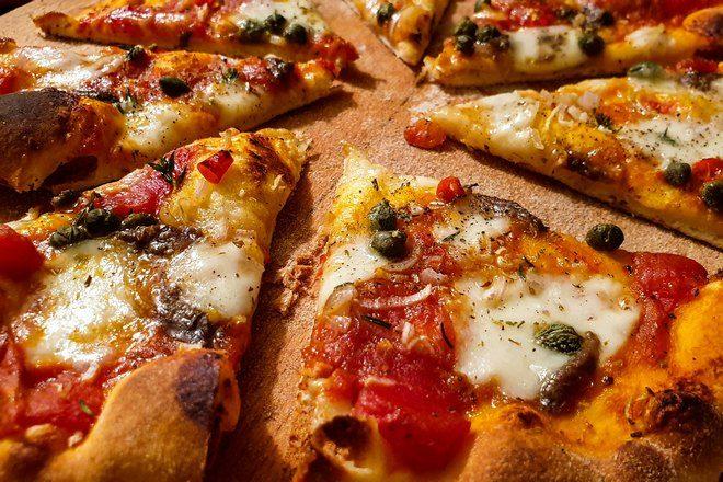кусочки пиццы крупным планом