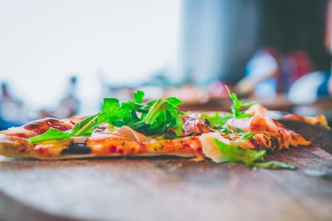 Тонкий кусочек пиццы