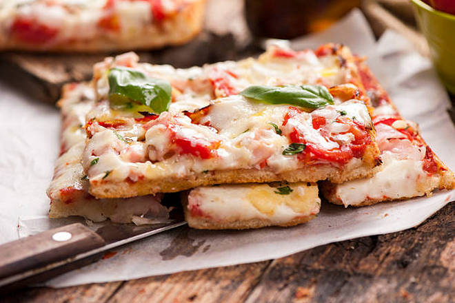 Пицца в форме прямоугольника