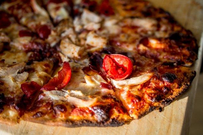 Хрустящая пицца крупным планом