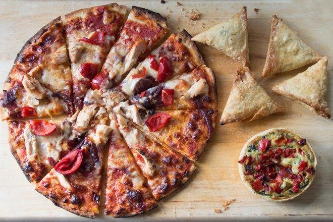 Пицца и выпечка в форме треугольников