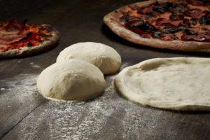 Заготовка теста для пиццы